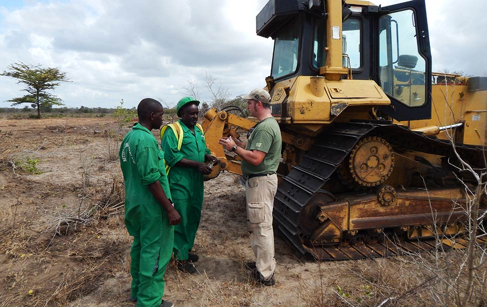Pieter Quaegebeur instructing our bulldozer operators