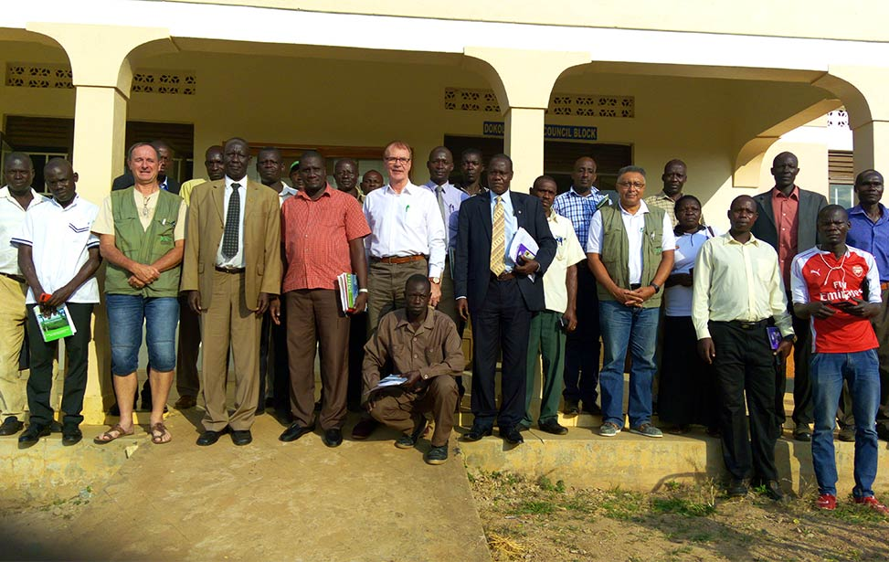 Rino Solberg visits farmers program in Dokolo